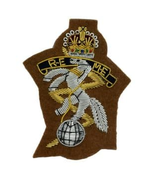 REME Royal Electrical Mechanical Engineers Officers Cap Badge On Sand